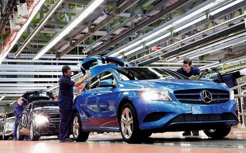 Daimler still plans Mercedes plant in Russia despite weak market